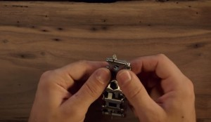 mcgyver-y-su-pulsera-de-29-herramientas-5