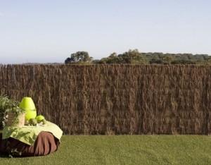 Confort y privacidad para tu casa con las vallas - Ocultacion vallas jardin ...