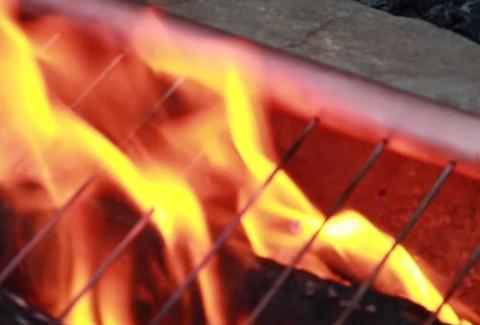 Monta una barbacoa en cualquier parte con estos 3 Grill portátil DIY