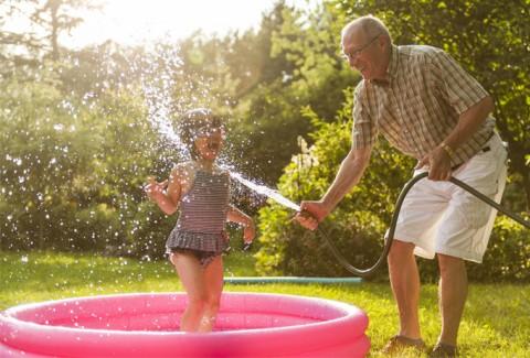Apuesta por la diversión este verano con las piscinas hinchables ferrOkey